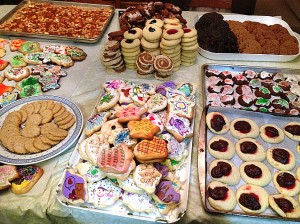 A table full of cookies